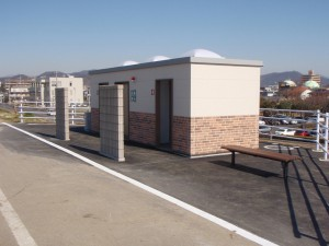 田中橋東側渡良瀬運動場利用者のための水洗トイレ2011.4.30開設